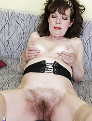 Superannuated granny haunting extraordinarily muted pussy